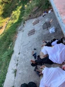 migranti sotto il ponte